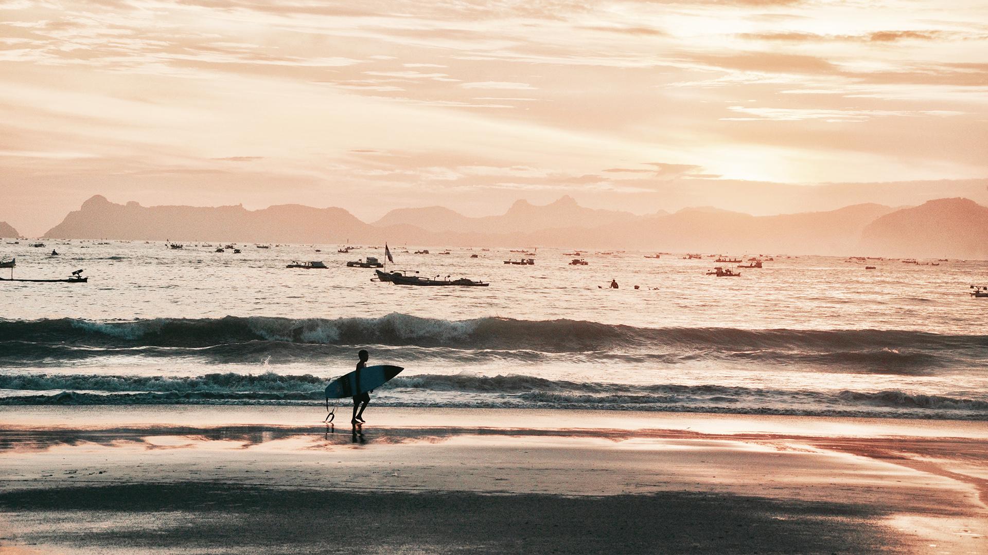 SURF IN LOMBOK